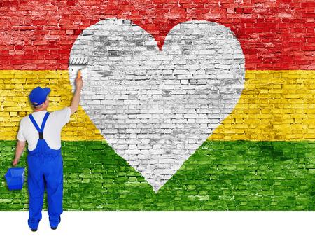 reggae: Maison peintre peint symbole de coeur et un drapeau de la musique Reggae.