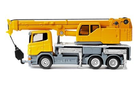 camion grua: gr�a de cami�n amarillo juguete aislado en blanco backgroung
