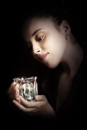 Mujer hermosa con una luz