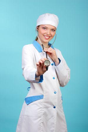 krankenschwester spritze: Pretty Arzt mit Stethoskop