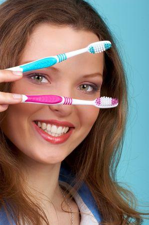Docteur avec des brosses � dents