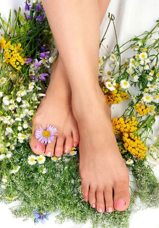 human toe: Beautiful woman legs with flowers