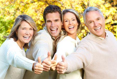 madre hijo: Happy family en el parque. Padre, madre, hijo e hija Foto de archivo