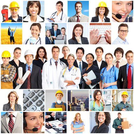 obreros trabajando: Gran grupo de sonriente de personas de los trabajadores. Sobre fondo blanco  Foto de archivo