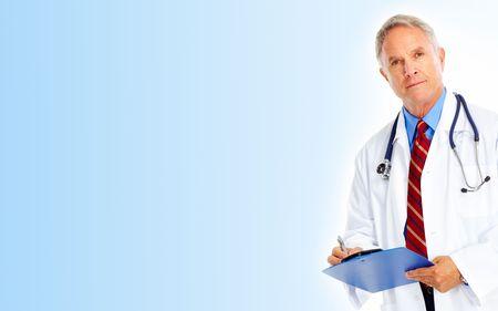 medico con paciente: Doctor en medicina con el estetoscopio. Aislados sobre fondo blanco