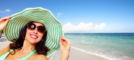 Woman wearing sunglasses and a hat. Summer vacation. Stock Photo - 20311915