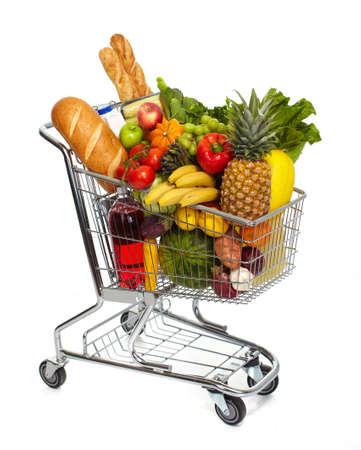 carrinho: Carrinho de supermercado cheio de compras. Isolado no fundo branco.