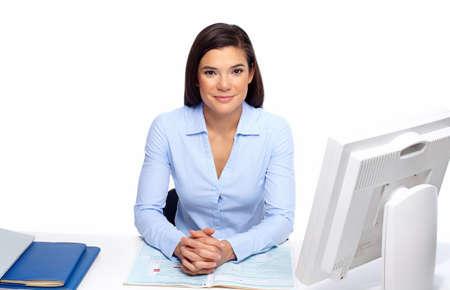 profesionálové: Krásný obchodní žena pracující s dokumentem v kanceláři.