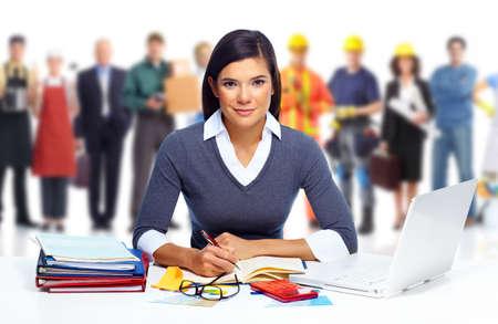 del secretario: Contador mujer de negocios que trabaja con la computadora port�til en la oficina.