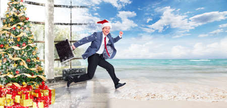 plage: Businessman jumping on the water. Christmas season.