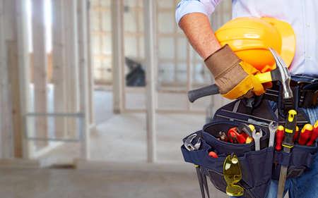 constructor: Trabajador con un cintur�n de herramientas Foto de archivo