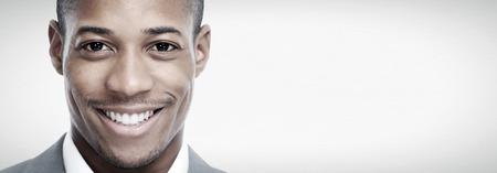 La cara del hombre negro afroamericano. Foto de archivo