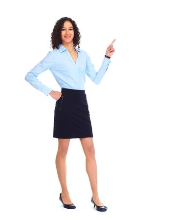 invitando: Joven mujer de negocios que presenta el espacio de la copia.