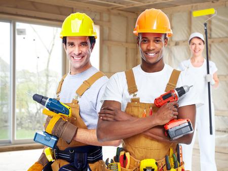 mujer trabajadora: Grupo de trabajadores de la construcción.