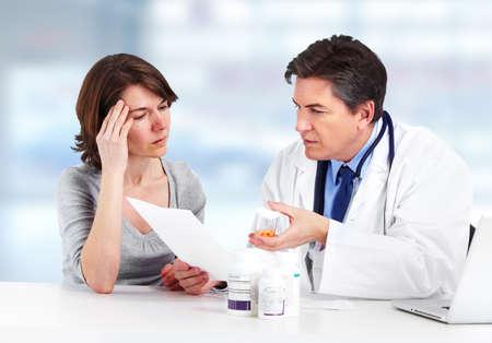 is ill: Mujer de m�dico y paciente.