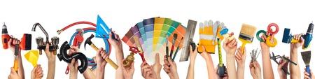 work tools: Manos con herramientas de bricolaje.