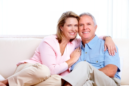 pareja saludable: Matrimonios de edad en su casa.