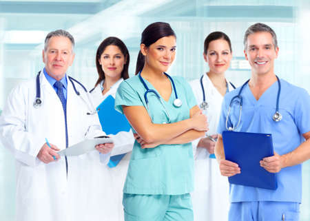 grupo de m�dicos: La atenci�n de salud Mujer m�dico.