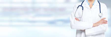 consulta médica: Mujer del médico manos.