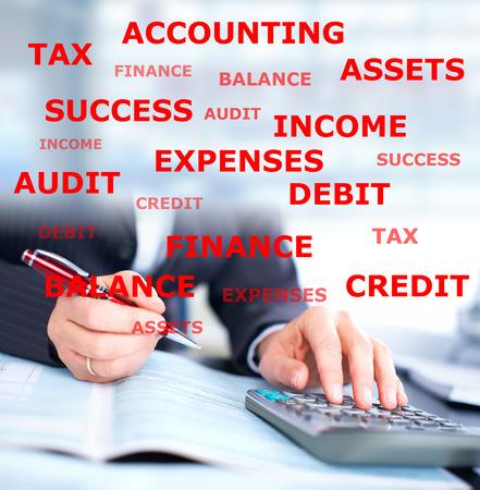 contabilidad: Manos del hombre de negocios. Foto de archivo