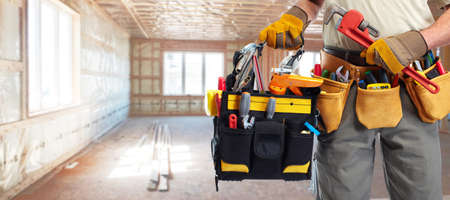 herramientas de construccion: Manitas constructor con herramientas de construcción. Fondo Renovación de la casa.