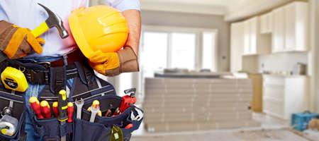 tool: Builder Handwerker mit Bau-Tools. Hauserneuerung Hintergrund. Lizenzfreie Bilder
