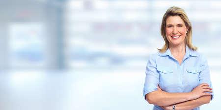 Ältere blonde Geschäftsfrau Porträt. Buchhaltung und Finanzen. Standard-Bild