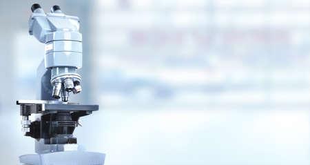 equipo: Microscopio científico en el laboratorio. Fondo de atención médica.