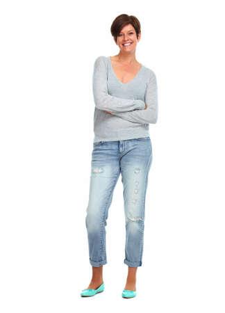 persona de pie: Hermosa mujer sonriente aislados sobre fondo blanco.