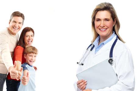 consulta médica: Médico de la familia médica y los pacientes. Fondo blanco aislado.
