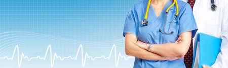 consulta médica: Manos de mujer médico. Banner de atención de la salud.