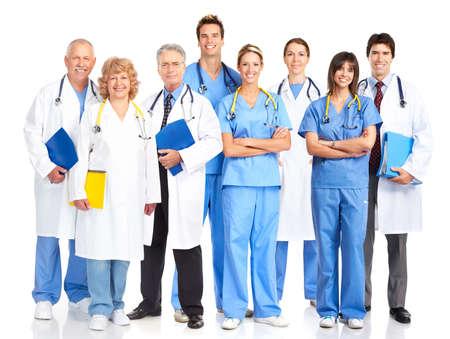 m�decins: Smiling m�decins avec st�thoscopes. Isol� sur fond blanc