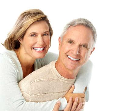 pareja saludable: Feliz pareja de ancianos en el amor. Aislado sobre fondo blanco