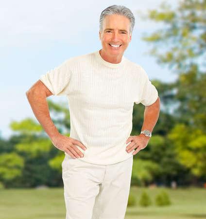 ancianos felices: Sonriente anciano feliz en el Parque Foto de archivo