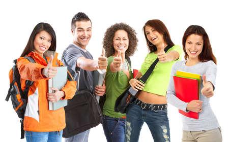 adolescentes estudiando: Grupo de estudiantes sonrientes. Aislados sobre fondo blanco
