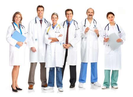doctores: Doctores en medicina sonrientes con estetoscopios. Aislados sobre fondo blanco  Foto de archivo