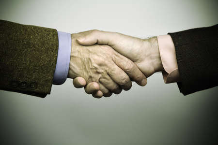 vignetting: handshakeing (special vignetting concept,focus point on center)