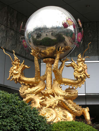 schnitzer: Dragons in Shanghai, Shanghai, China  Lizenzfreie Bilder