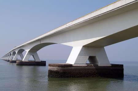 large build: Molto elevata e grande ponte  Archivio Fotografico
