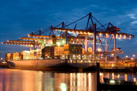 construction navale: Burchardkai. Port de Hambourg. Allemagne