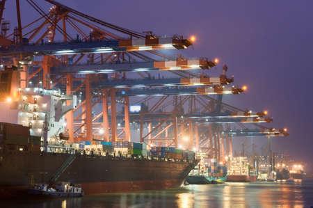 construction navale: Eurogate sur le port de Hambourg en Allemagne Banque d'images