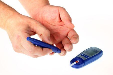 diabetes: Diab�tica est� haciendo un dedo nivel de glucosa en sangre