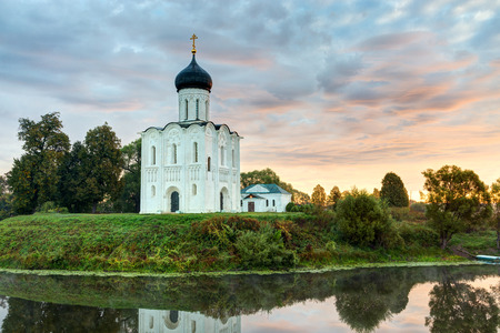 nerl river: Church of the Intercession on the Nerl. Built in 12th century. Bogolyubovo, Vladimir region, Golden Ring of Russia Stock Photo
