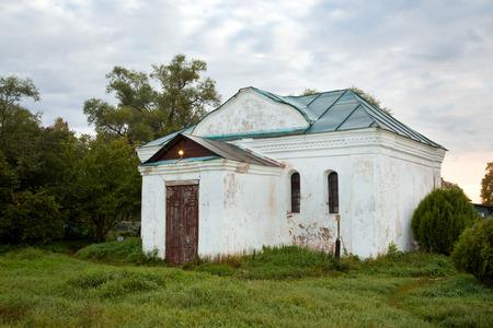 nerl: Church of the Three Hierarchs of the Ecumenical Teachers (Basil the Great, George Theologian, John Chrysostom) Bogolyubovo, Vladimir Oblast. Russia Stock Photo