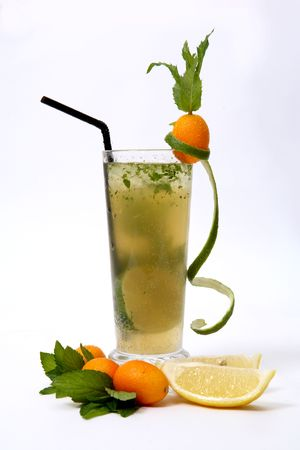 Mint cocktail & kumquat photo