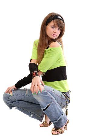 cuclillas: Adolescentes en ropa informal - jeans rasgados, la cabeza, mu�equeras