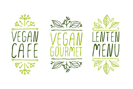 sketched icons: Mano-bosquejado elementos tipogr�ficos en el fondo blanco. Caf� vegano. Gourmet vegano. Men� de Cuaresma. Etiquetas del restaurante. Adecuado para anuncios, letreros, men�s y dise�os de la bandera del Web