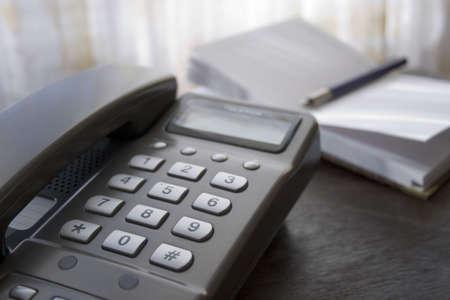 directorio telefonico: Tel�fono en la mesa