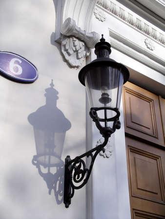 Una strada lanterna su una delle antiche case a Mosca Archivio Fotografico
