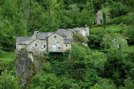 gorges: Between Le Rozier ans Saint-Rome-de-Dolan, near Mas-de-Lafont, in the western part of the Tarn Gorges, a Hamlet with traditional houses and their lauze covered roofs is built on a rocky promontory of the Mejean causse.